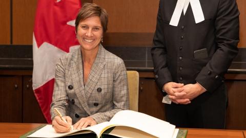 L'ex-cycliste Lyne Bessette quitte la politique