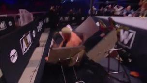 Ça se termine mal pour Shaq le lutteur!