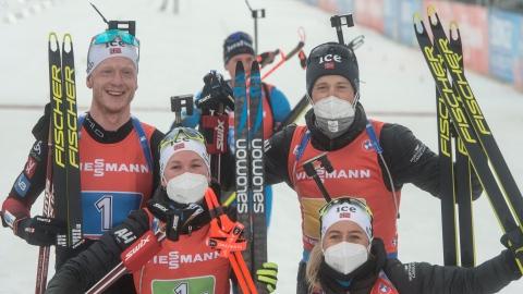 Biathlon : la Norvège remporte le relais mixte