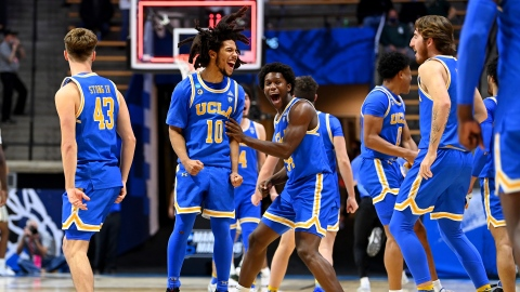 Exploit de Drake; gain de UCLA en prol.