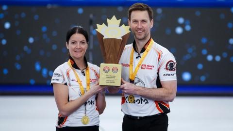 Curling double mixte : Einarson et Gushue champions