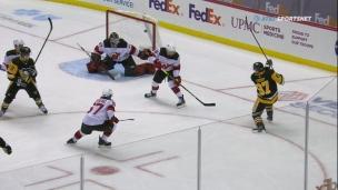 Crosby trouve la lucarne