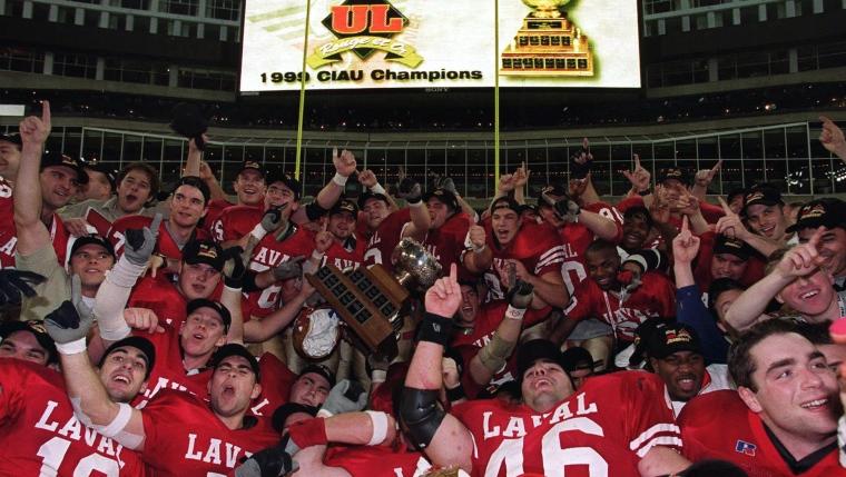Le Rouge et Or lors de sa première conquête de la coupe Vanier en 1999