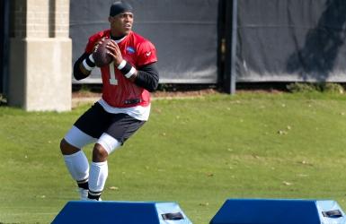 Cam Newton progresse à l'entraînement