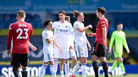 Leeds tient aussi tête à Manchester United