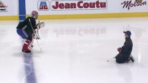 Carey Price sur la glace avec son équipement