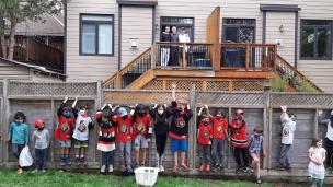 Des jeunes d'Ottawa lancent des casquettes chez Stützle !