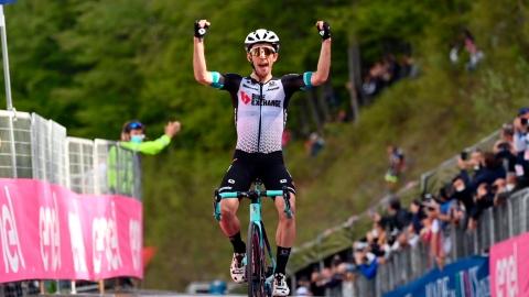 Tour d'Italie : la 19e étape à Simon Yates