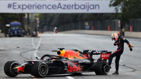 Verstappen trahi par un pneu; Perez gagnant