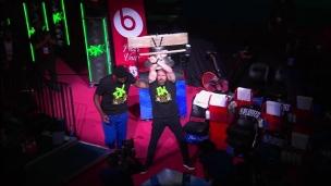 Triple H sonne la cloche à Philadelphie!