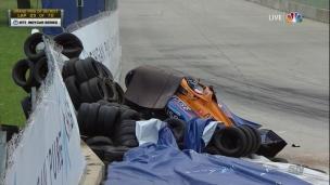 La pédale collée, Rosenqvist ne peut éviter le mur