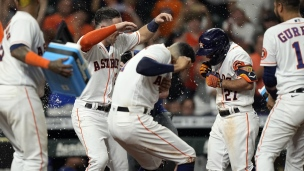 Rangers 3 - Astros 6 (10 manches)