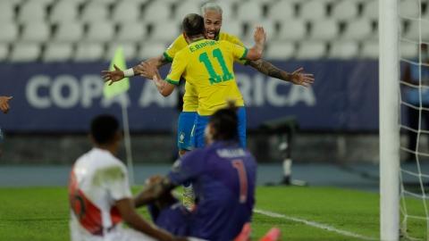 Neymar s'amuse devant le Pérou