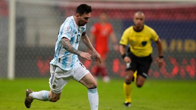 L'Argentine bat l'Uruguay avec un Messi inspiré