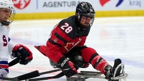 Les parahockeyeurs canadiens gagnent face aux champions
