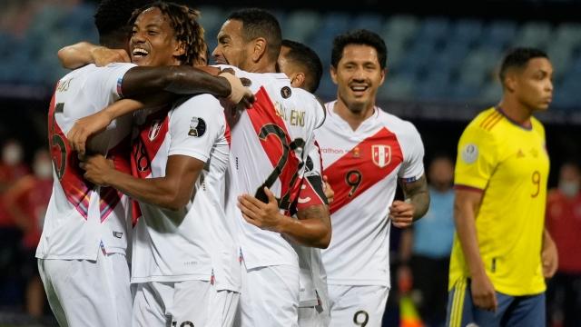Une bourde de Mina donne la victoire au Pérou
