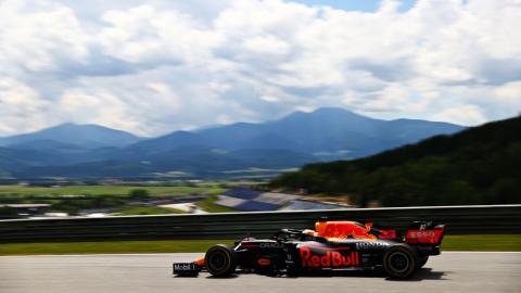 Max Verstappen domine les deux séances