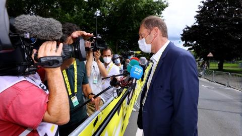 Le Tour de France retire sa plainte contre la spectatrice à la pancarte