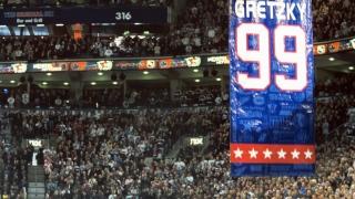 Wayne Gretzky numéro retiré en 2000