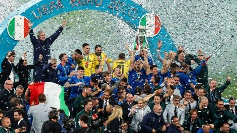 Donnarumma offre le titre à l'Italie