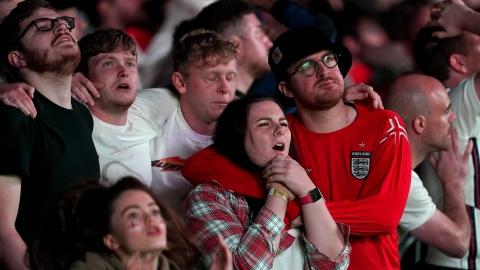 Des larmes dans la bière pour les supporters anglais
