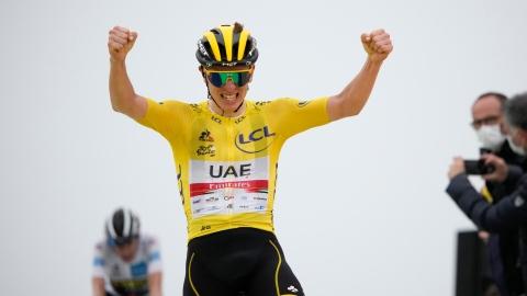 Pogacar s'impose à la 17e étape et conserve le maillot jaune