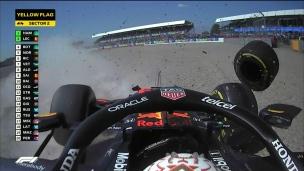 Hamilton envoie Verstappen dans le muret