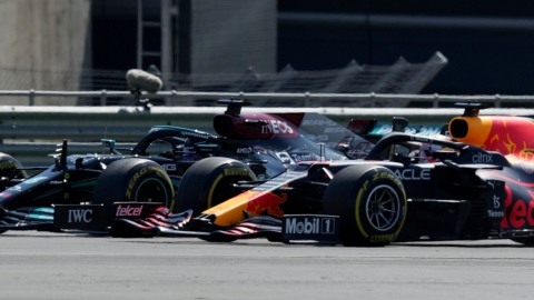 Red Bull demande un réexamen de la sanction contre Lewis Hamilton