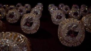 319 diamants... ça brille !