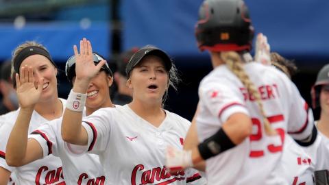 Le Canada jouera pour le bronze en softball