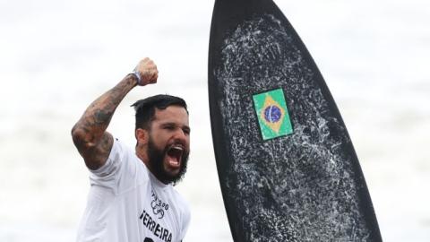 Un premier champion olympique de surf