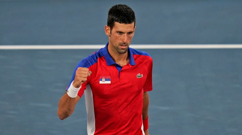 Djokovic tranchant vers le carré d'as; Medvedev éliminé