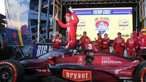 Ericsson gagne le GP de Nashville malgré un accrochage