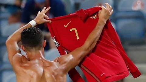 Ronaldo récupère le no 7 chez Manchester United