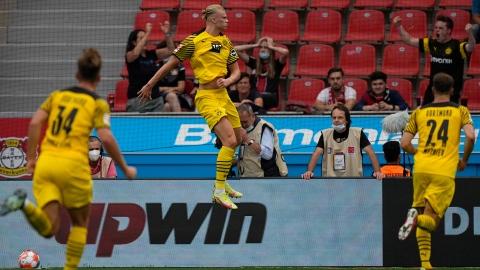 Wolfsburg toujours leader, nouveau doublé de Haaland pour Dortmund