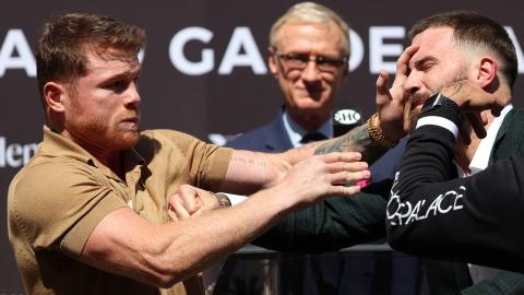 Canelo et Plant échangent des coups au face-à-face
