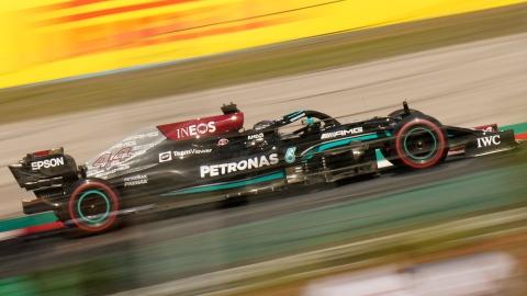 Hamilton domine les essais, mais est pénalisé