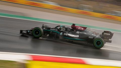 Hamilton signe le meilleur temps, Bottas partira en tête