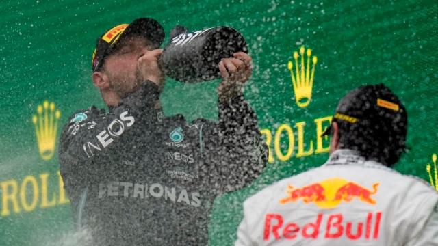 Bottas s'impose, Verstappen reprend la tête du championnat