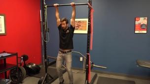 Exercice de suspension pour les épaules