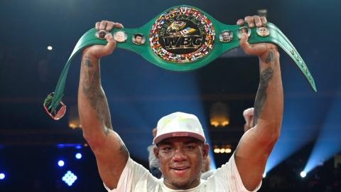 Rivas couronné champion après une guerre