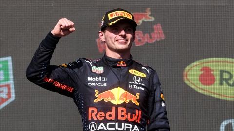 Verstappen résiste à Hamilton et triomphe