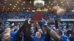 Les Carabins soulèvent la Coupe Uteck