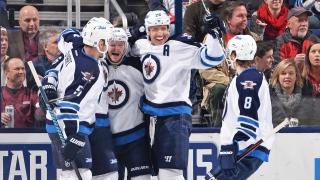Les Jets de Winnipeg célèbrent un but