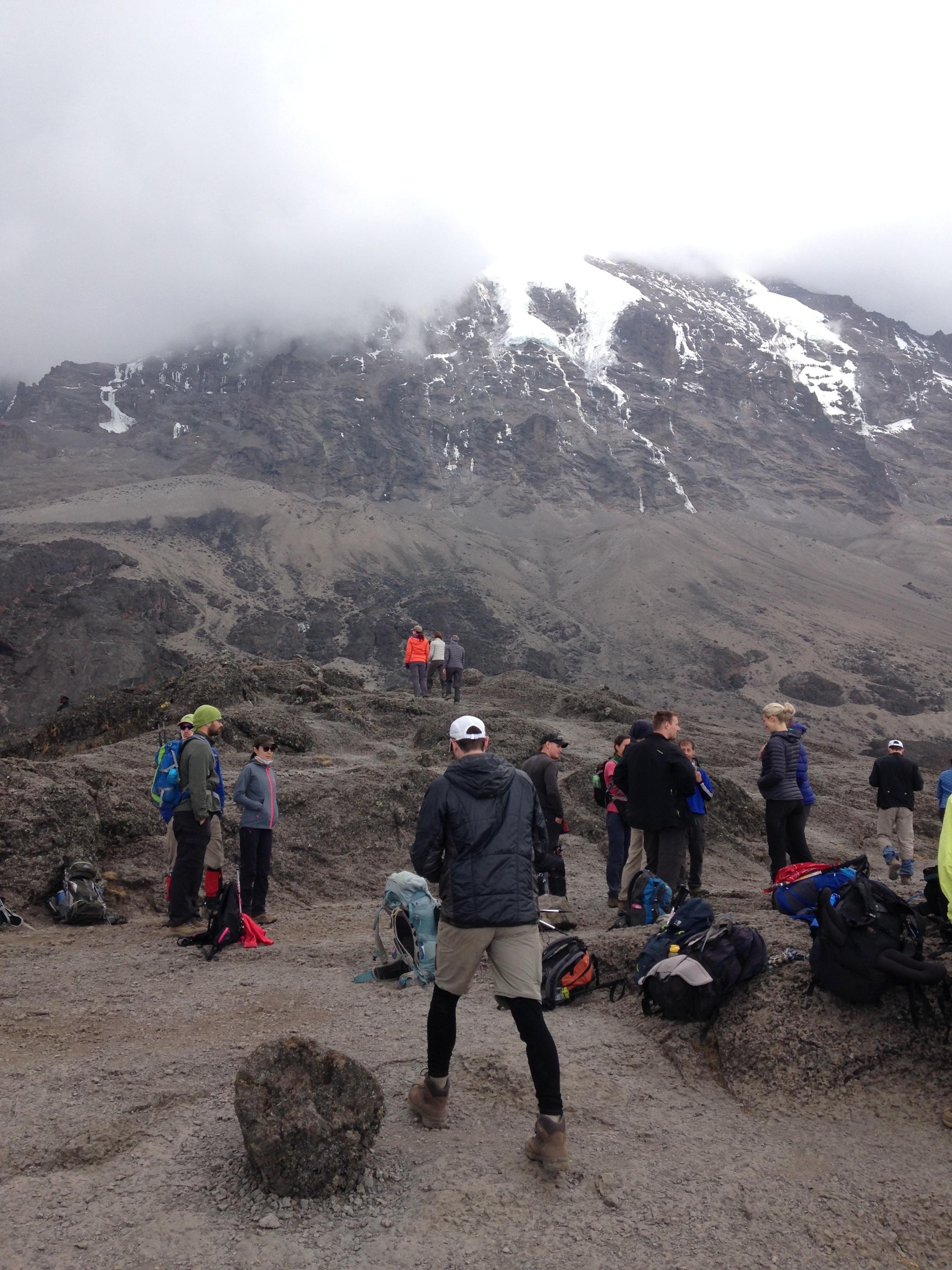 On se prépare pour la dernière ascension jusqu'au camp de base.