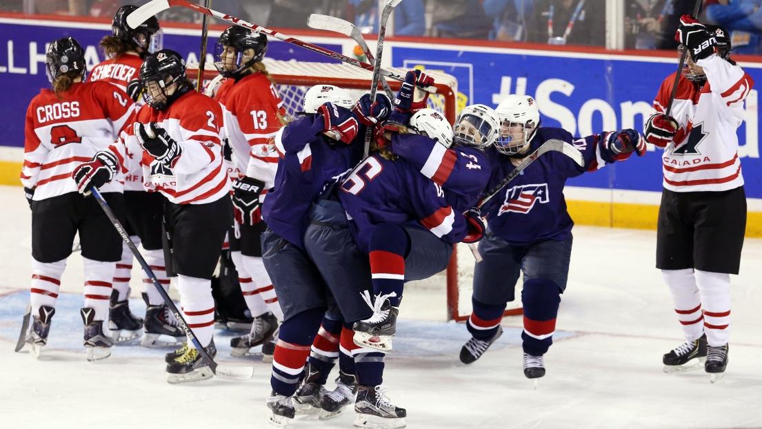 championnat du monde de hockey f minin des moins de 18 ans le canada s 39 incline en finale. Black Bedroom Furniture Sets. Home Design Ideas