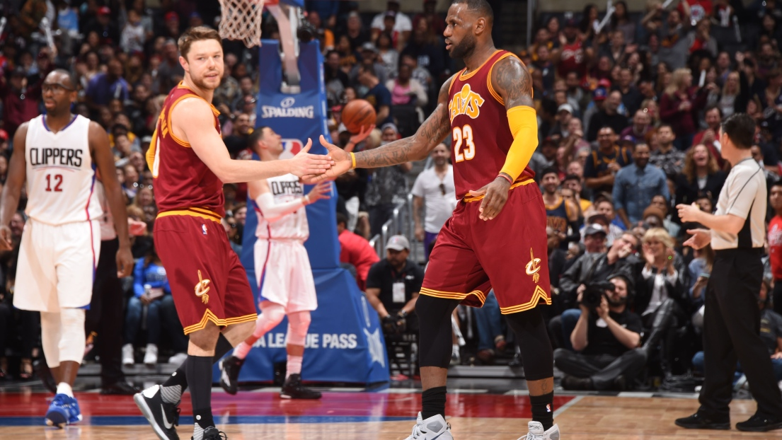 LeBron James et Matthew Dellavedova