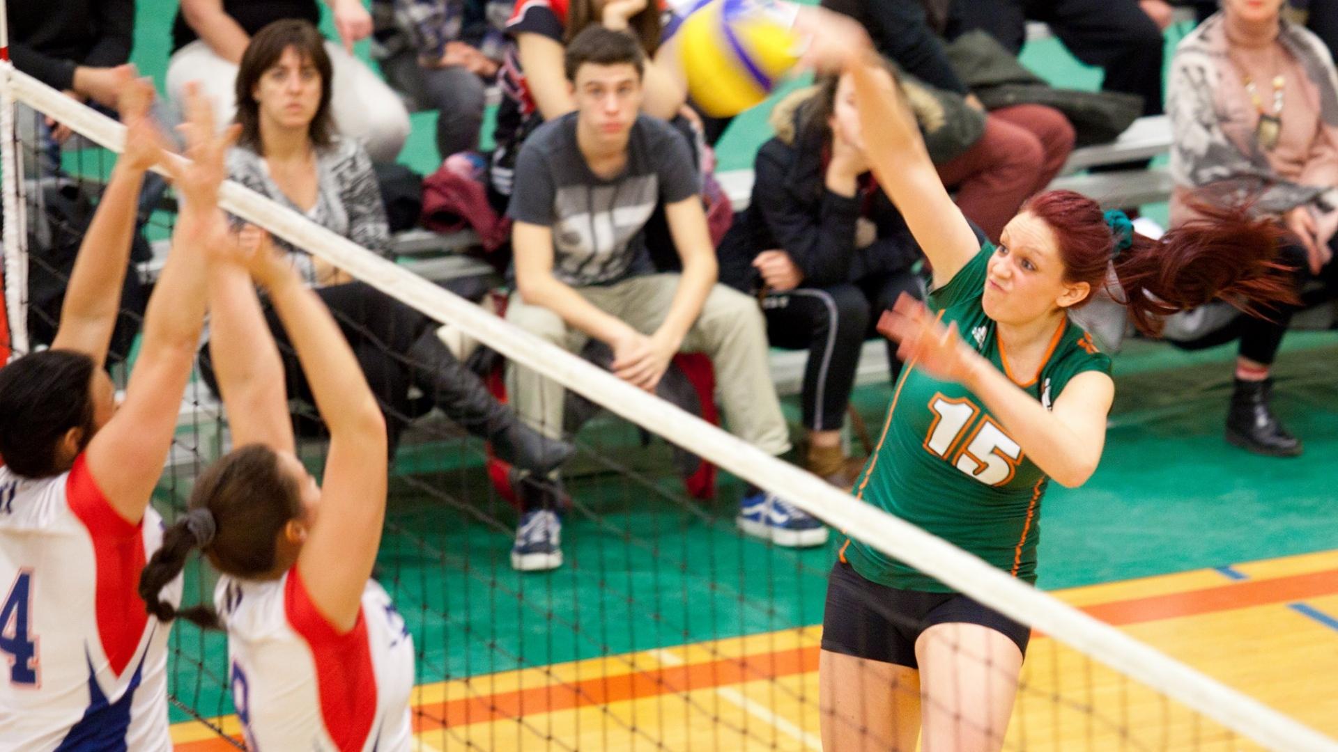 Championnat provincial de volley-ball féminin D2 - Attaque de Marie-Claude Villemure des Patriotes de l'UQTR