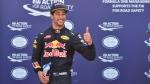 Ricciardo se glisse devant les Mercedes