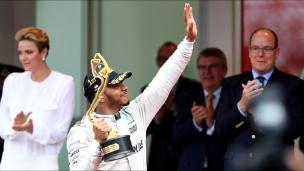 Une première victoire pour Hamilton